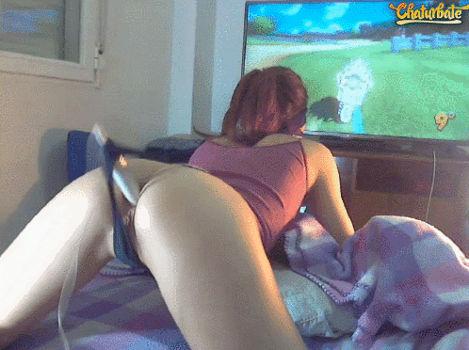 Novinha jogou video game com vibrador no cuzinho