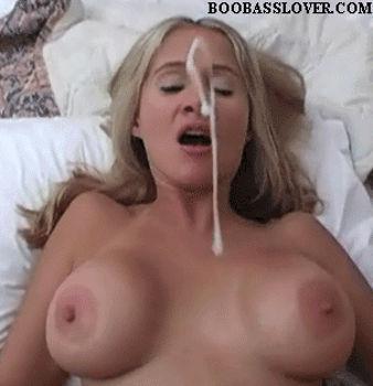 Peituda levou um jato de esperma na cara